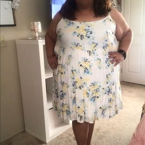 Torrid white and yellow Plus Size dress